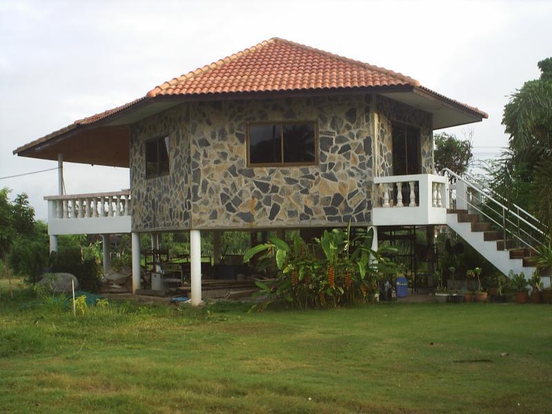 BAN RIM NAM RIVERSIDE HOUSE