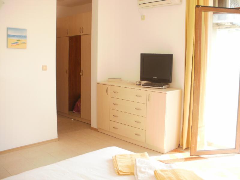 Flat screen tv e dvd nos quartos