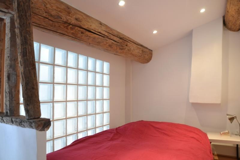 mezzanine room (matrimonial bed), beam is original XVIIIc mast