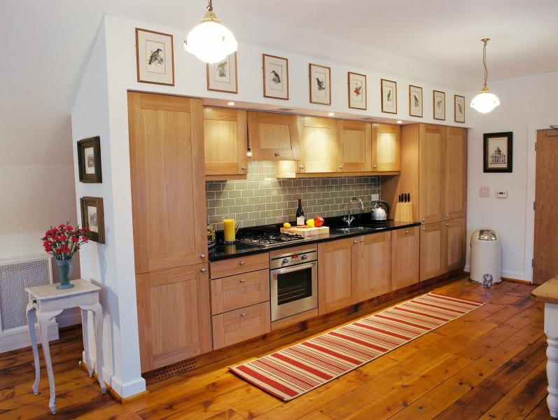 Solid oak kitchen with all modern amenities