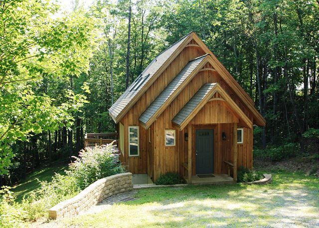 Liberty Hill is an adorable, picturesque cabin in the woods, sleeps 7, alquiler de vacaciones en Blowing Rock