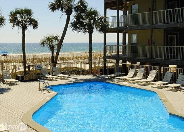 Sandpiper 6A ~ Beautiful Pool and Beach View ~ Bender Vacation Rentals, location de vacances à Gulf Shores