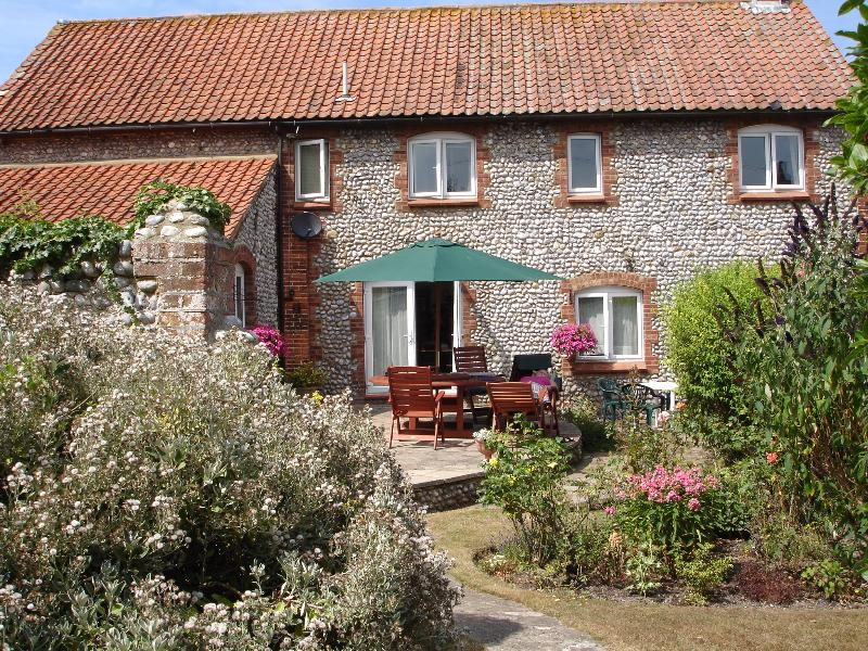 Norfolk north coast large 10 beds, sleeps 14, 5 bedrooms, Hoxne House Weybourne, vacation rental in Salthouse