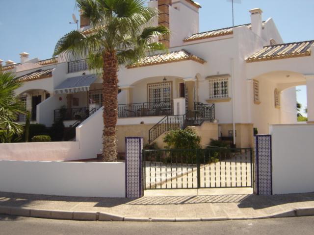 Casa Villamartin Golf, corner of Calle Tomas Breton Villamartin R3