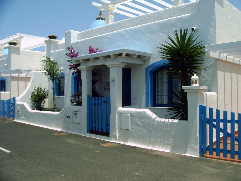 Casa WooWoo Bahiazul private villa., holiday rental in Corralejo