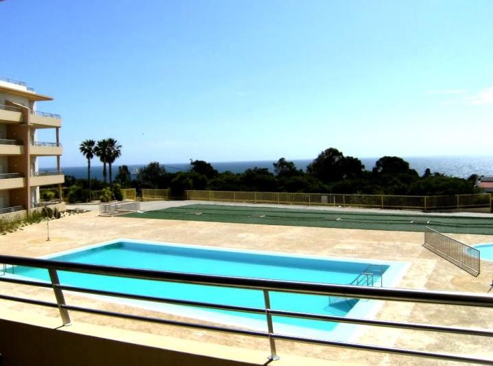 Zwembad & uitzicht op zee