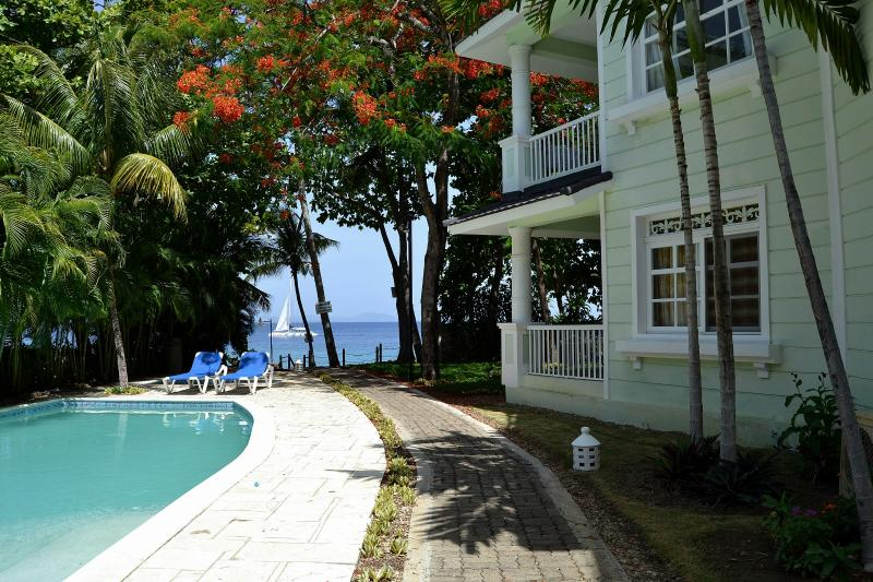 Las Galerias - Luxury apartment on the beach, vacation rental in Sosua