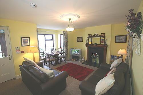 Glencloy lounge