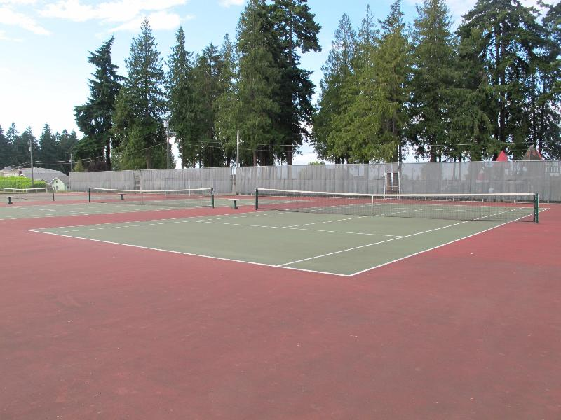 There are 4 tennis courts available for public use, just a couple of blocks from the cottage.