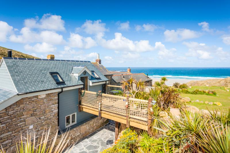 Sandpipers, a romantic cottage by the beach with superb sea views, casa vacanza a Sennen