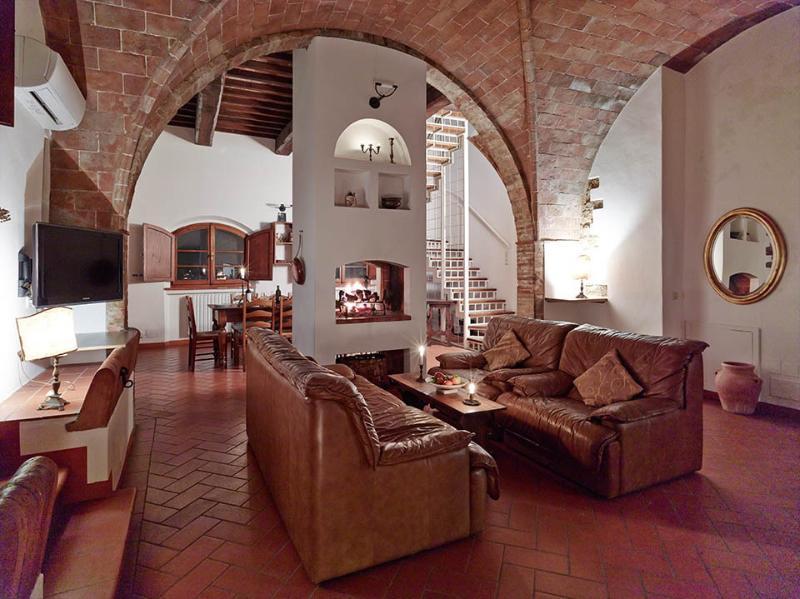 La Stalla - Weingut Podere Cortilla, vacation rental in Volterra