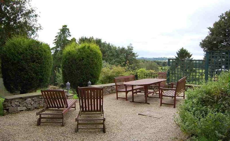 Luxury holiday house overlooking Carsington Water in peaceful village location, holiday rental in Carsington