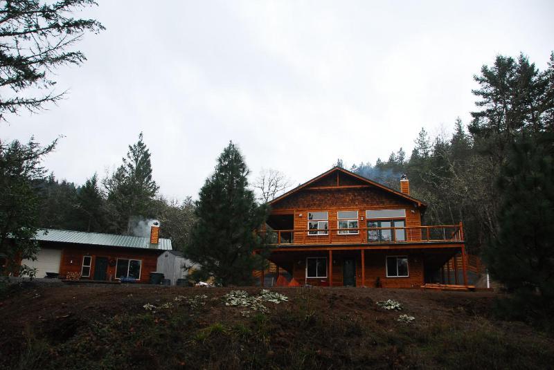 Homestead huvudbyggnaden och stuga