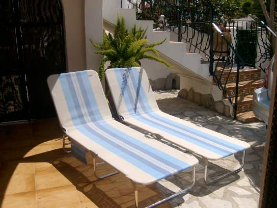 quality beach sun loungers for hire