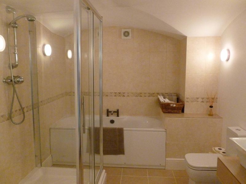 Spacious contemporary bathroom