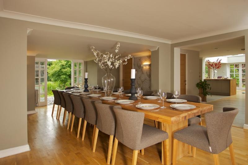 16 mesa de jantar lugares.