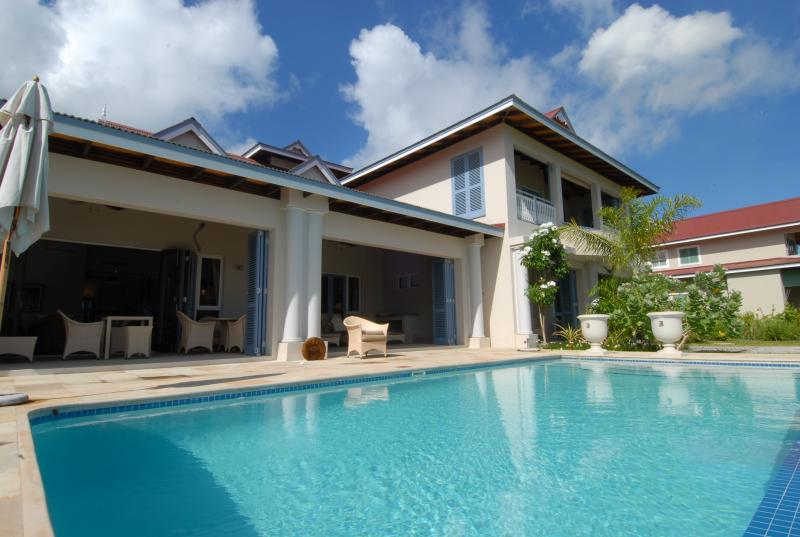 Seychelles Villa Ocean - Private Pool & Beaches, casa vacanza a Isola di Eden