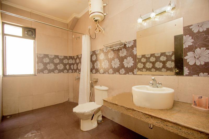 Bathroom for En-suite bedroom no.2