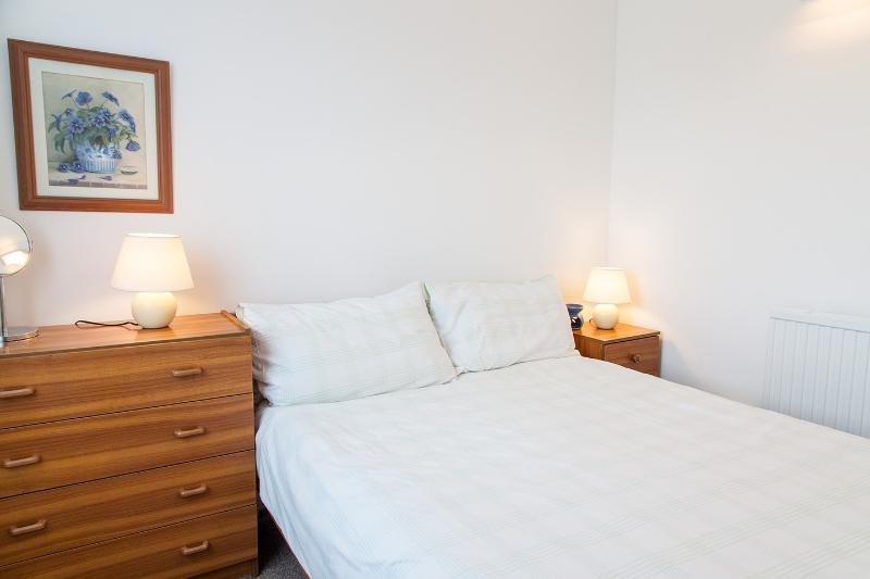 'Puffin' 61 Freshwater Bay Holiday Villa, holiday rental in Cresswell Quay