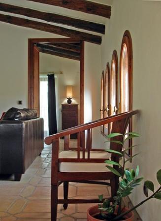 Vista da sala de estar para o quarto na cobertura