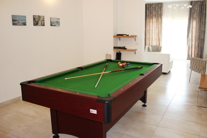 Pool/billiard table