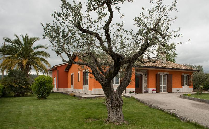 B&B AL CHIARO DI LUNA  -  PATERNOPOLI, vacation rental in Frigento