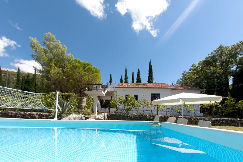 Villa Killara and pool....