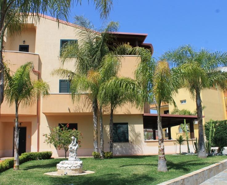 VILLA TERRY Appartamento Ortensia, vakantiewoning in Villa San Giovanni