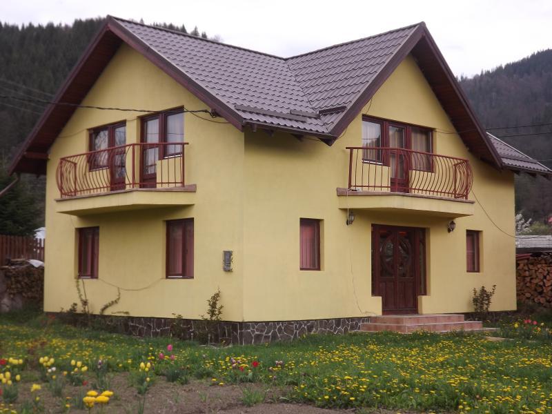 MAGNOLIA GUEST HOUSE, location de vacances à Central Romania