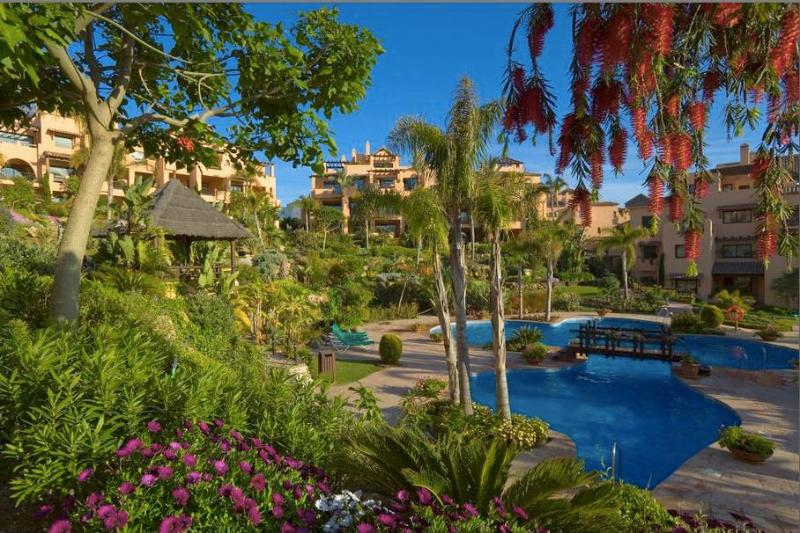 Award-winning development with 3 pools, water cascades, tropical gardens