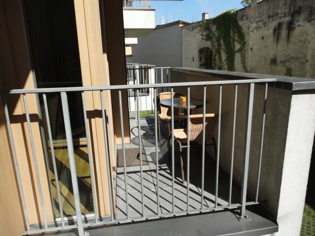 Balcon avec vue sur quartier calme