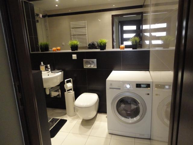 Salle de bain avec laveuse/sécheuse Combo