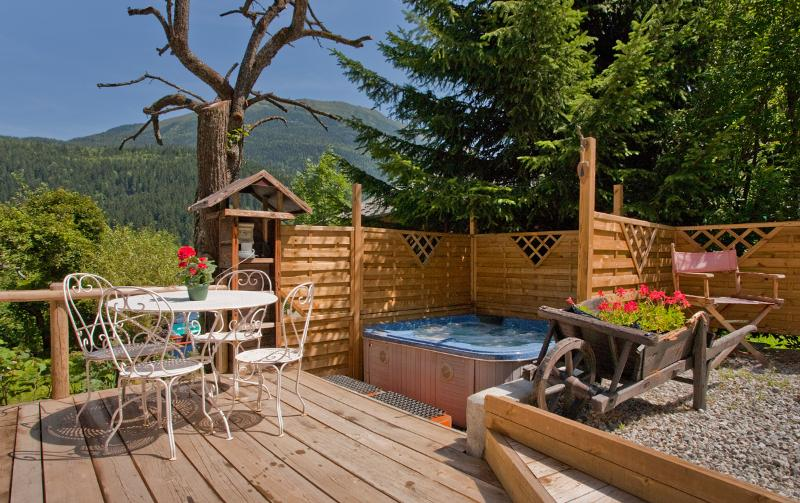 Hot tub, decking and a lovely view!