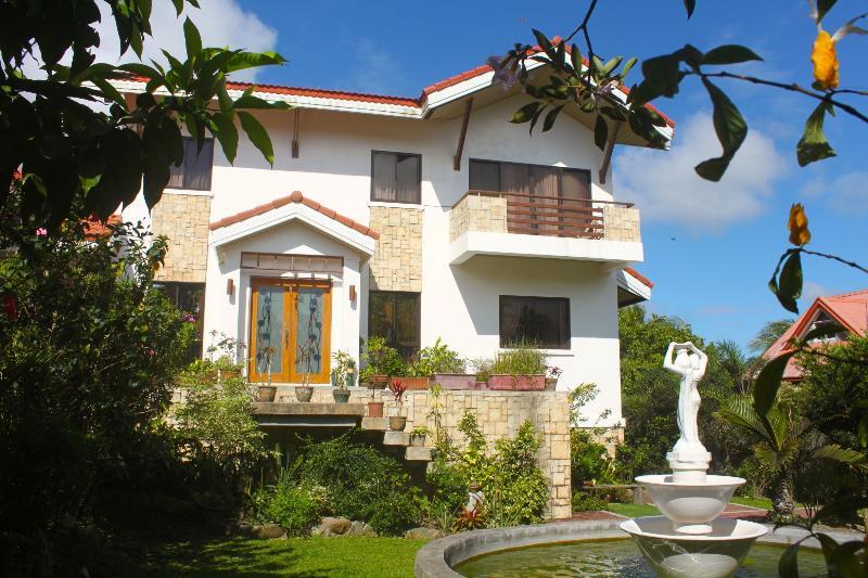 CARASUCHI VILLA, holiday rental in Cavite Province