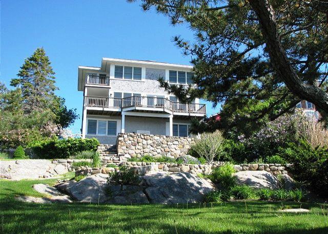 Exterior de la casa desde el lado del océano.