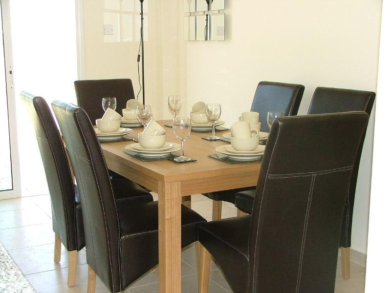 Dining Area comfortable seating  for 6
