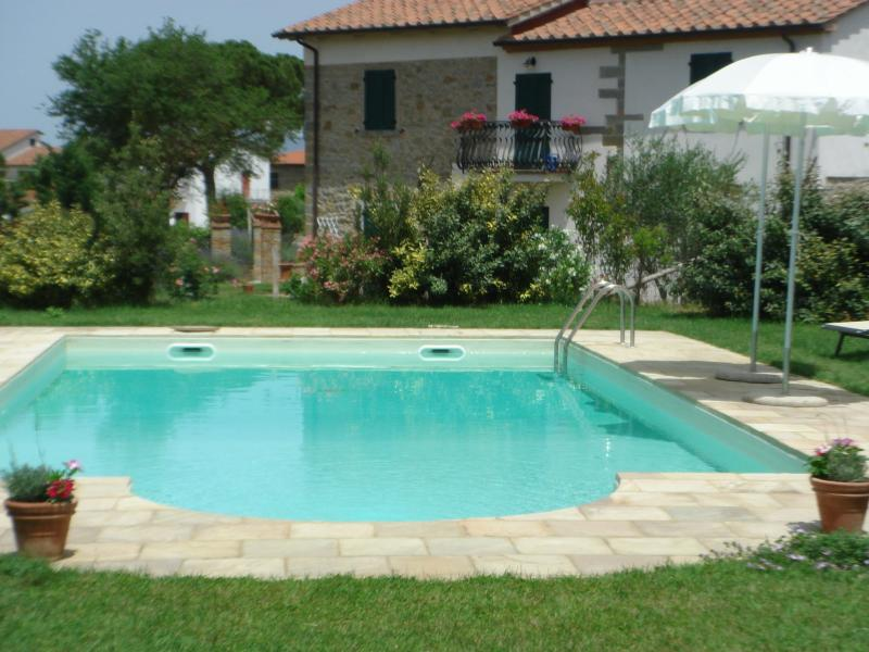 The extensive grounds contain a  pool (12m x 6m) and picnic area with tables, barbeque & pergola