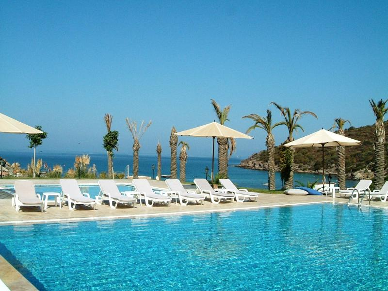Bargylia - 2 bed sea view holiday rental near Güvercinlik and Boğaziçi in Bodrum, holiday rental in Bodrum District