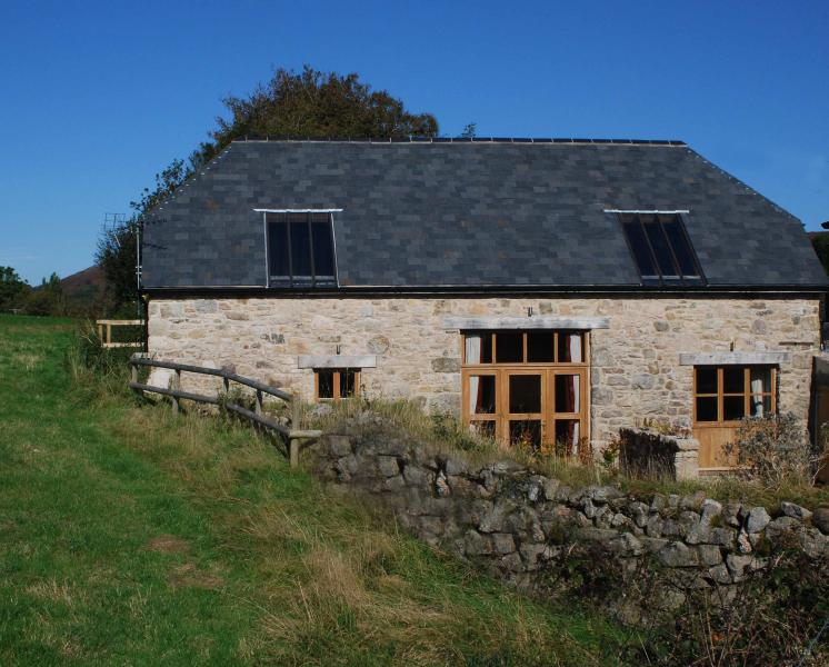 The Oak Barn - Luxury Accommodation - Walking from the door - short walk to the village and pub.