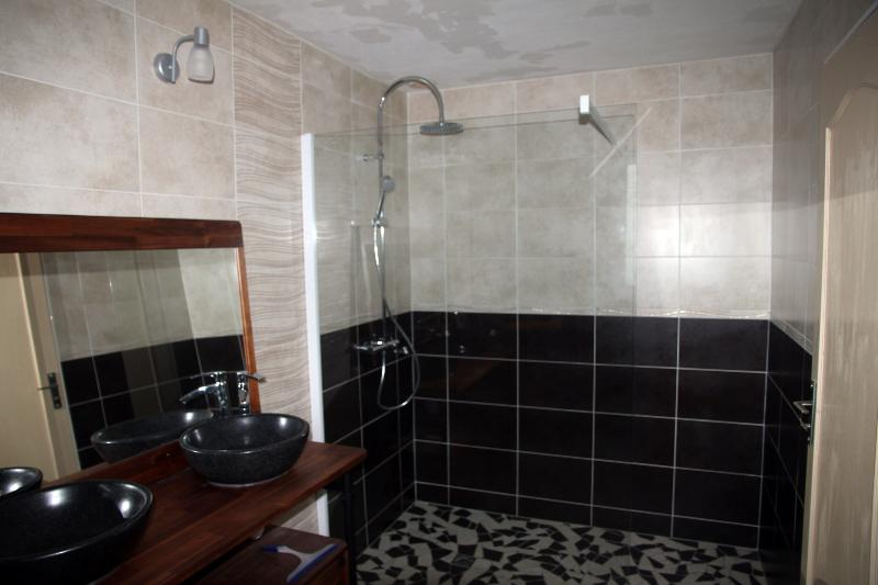 bathroom of the groundfloor, renewed in 2014, with a large shower