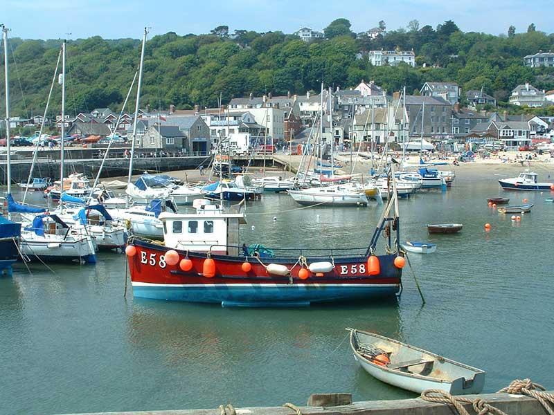 Lyme Regis hamnen och stranden