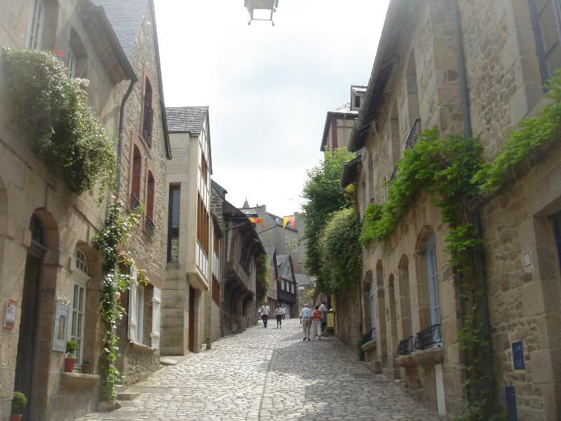 The amount of well preserved medieval buildings and cobbled streets in Dinan is dizzying