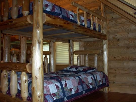 2nd upper bedroom - 2nd set of bunks