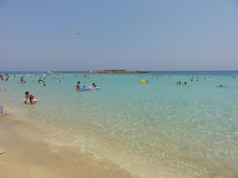 Crystal clear waters 0f Fig Tree Bay Beach