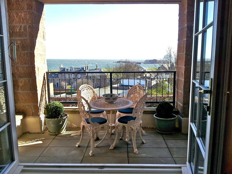17 Royal Apartments, holiday rental in North Berwick