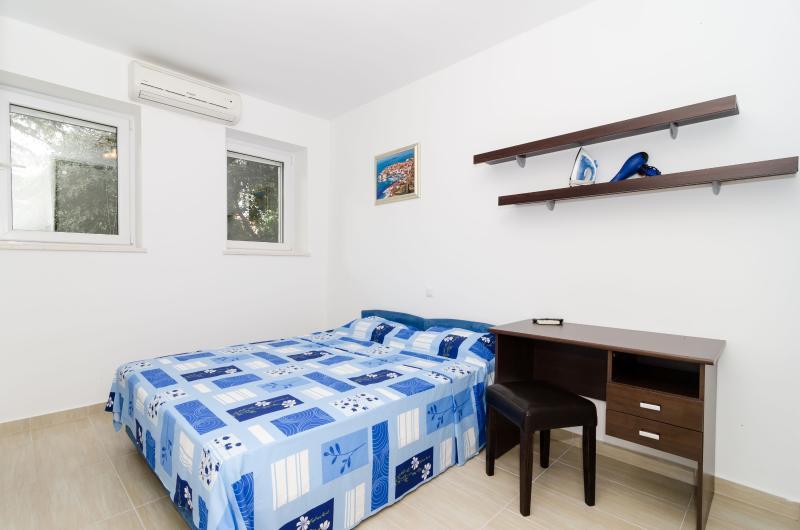 Apartment  Dubrovnik Felix -Cute Studio w/ Terrace, holiday rental in Dubrovnik
