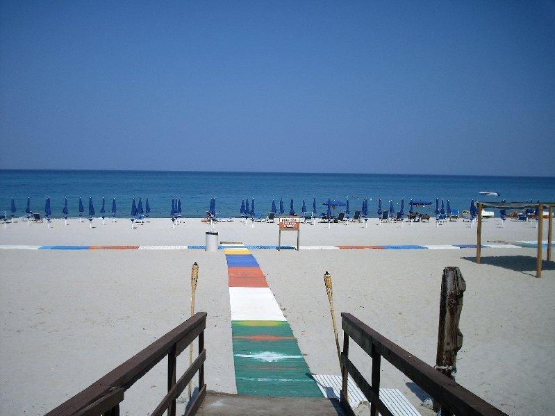 Chill out al Lido attrezzato sulla spiaggia e rabboccare quella abbronzatura, sport d'acqua sono un must