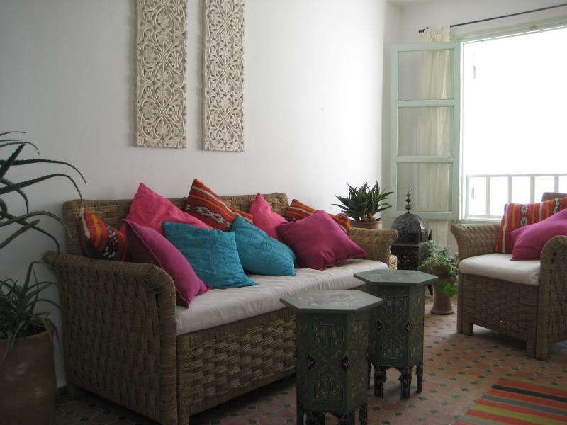 Dar Nicola Essaouira. Lovely quiet arty house in prime location. Sea views wifi, location de vacances à Essaouira