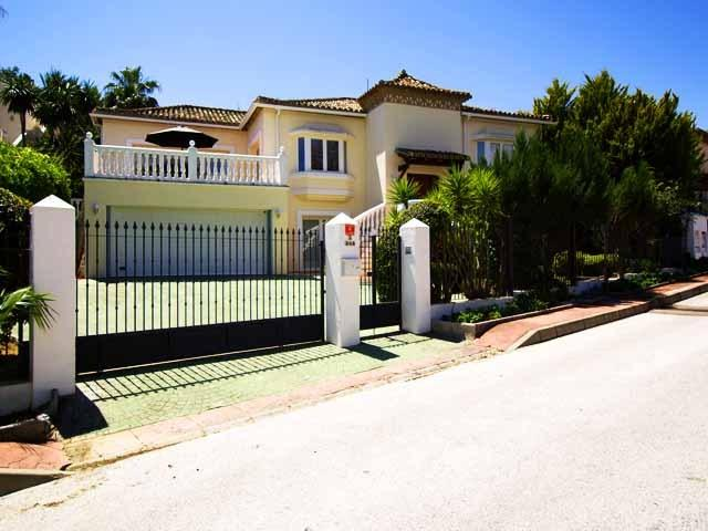 Front of villa in private cul de sac with 5 other villas