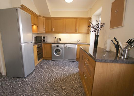 Fully Fitted Kitchen with Washer and Dishwasher